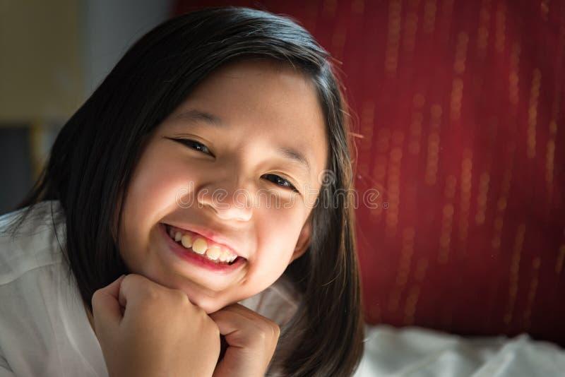 lycklig asiatisk flicka royaltyfria bilder