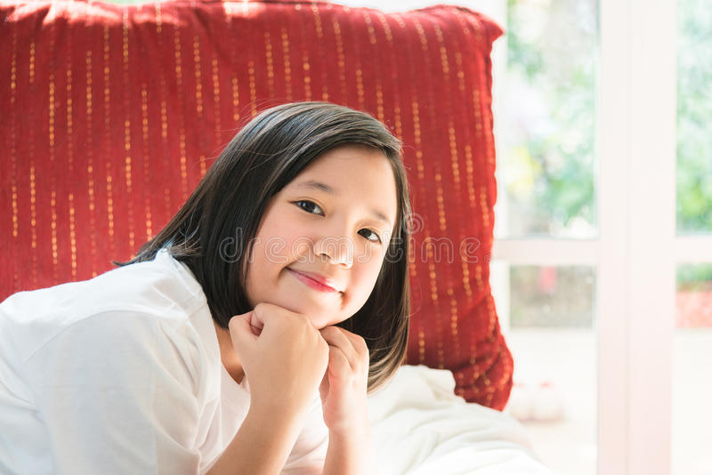 lycklig asiatisk flicka royaltyfri fotografi