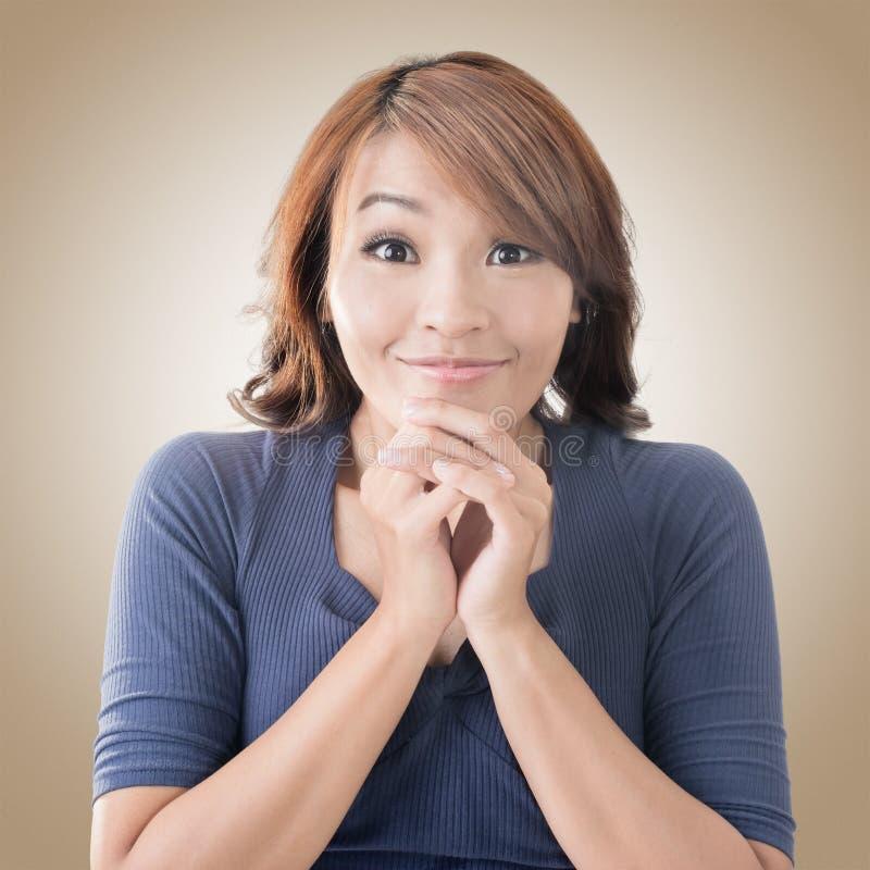 Lycklig asiatisk flickaframsida arkivbild