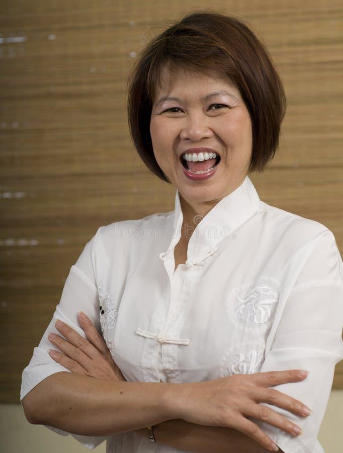 Lycklig asiatisk kvinna royaltyfri bild