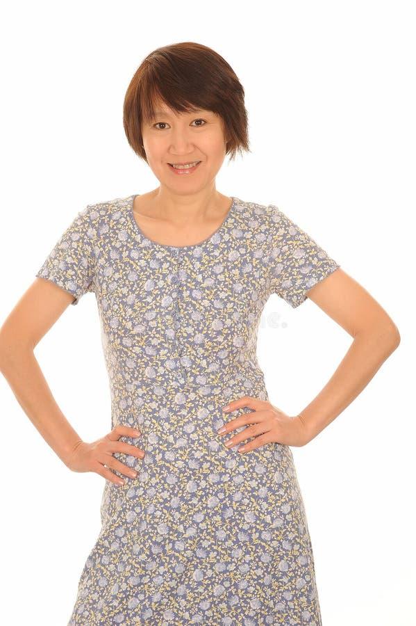 Lycklig asiatisk kvinna i klänning royaltyfria bilder