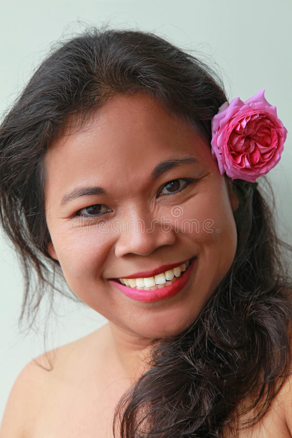Lycklig asiatisk skönhet arkivbild