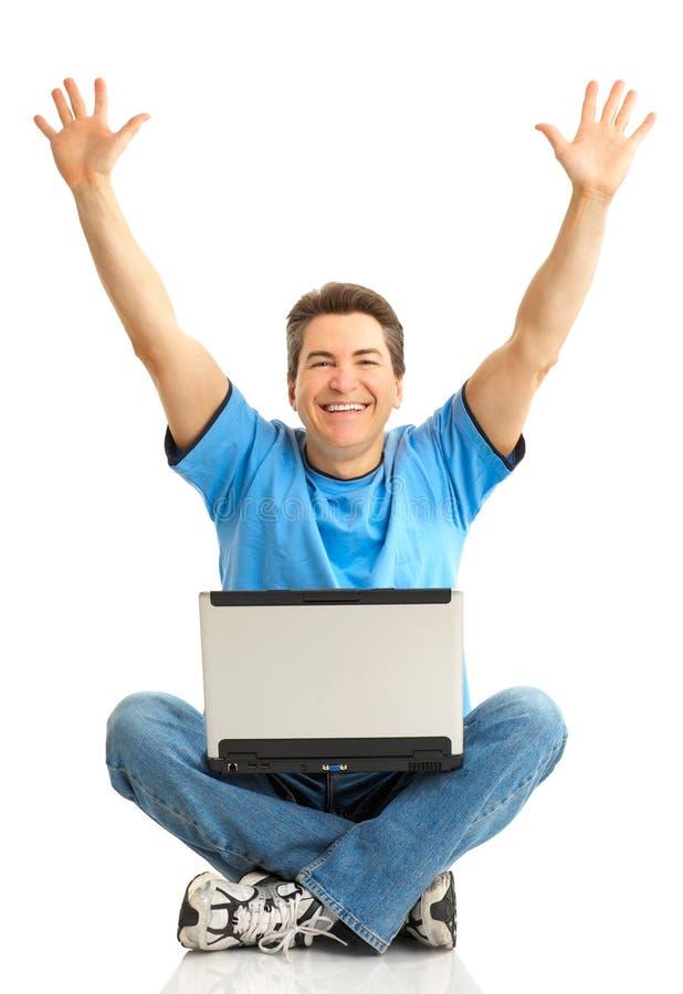 lycklig bärbar datorman arkivfoto