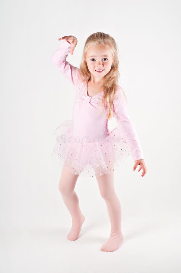 Lycklig balettdansliten flicka fotografering för bildbyråer