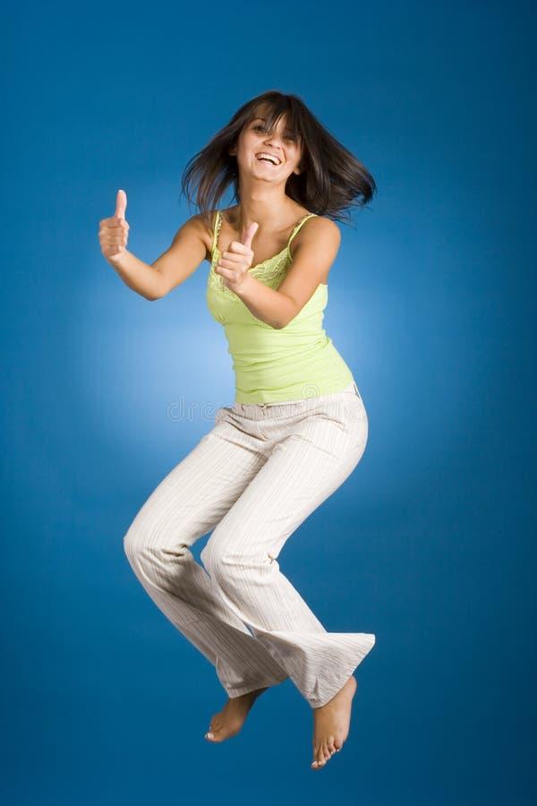 lycklig banhoppningkvinna royaltyfri foto