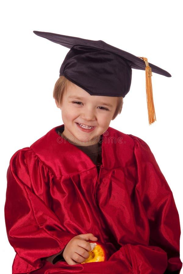 lycklig barnavläggande av examen royaltyfria bilder