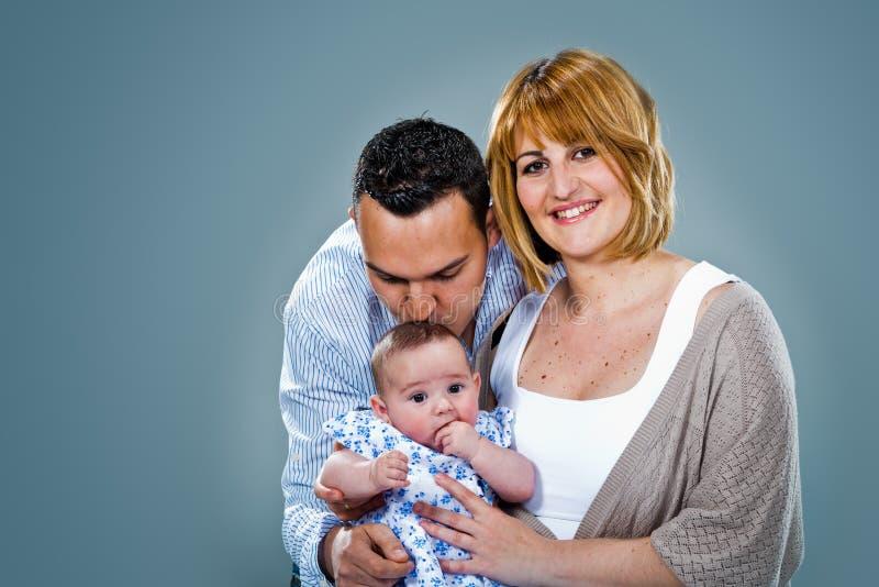 Lycklig Caucasian familj royaltyfri bild