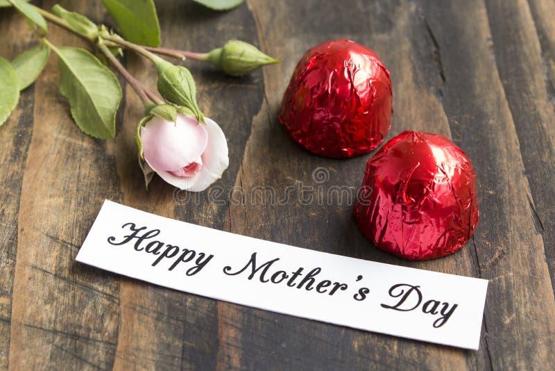 Lycklig dag för moder` s hälsningkort royaltyfria foton
