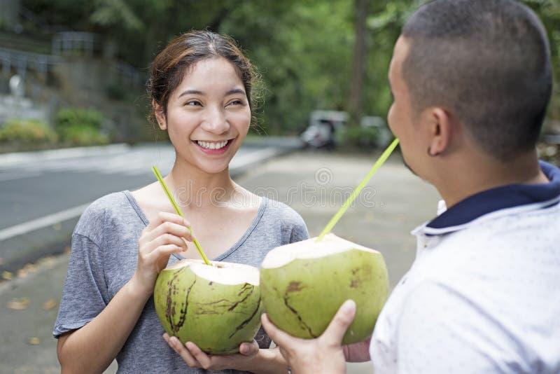 Lycklig dam With Coconut royaltyfri bild