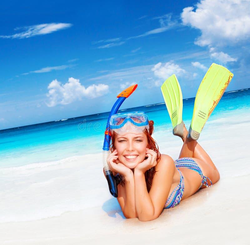 Lycklig dykarekvinna fotografering för bildbyråer
