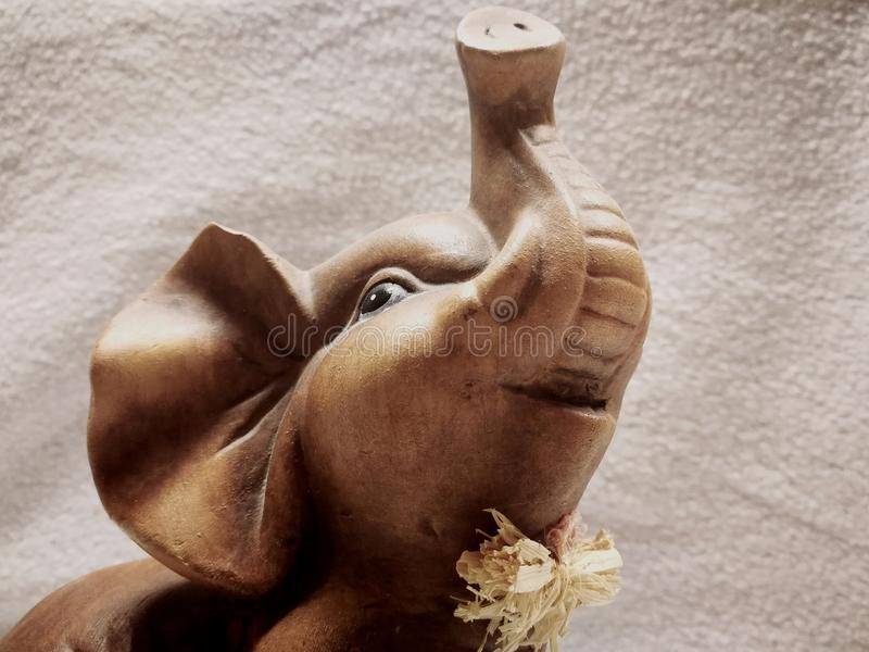 Lycklig elefant royaltyfria foton