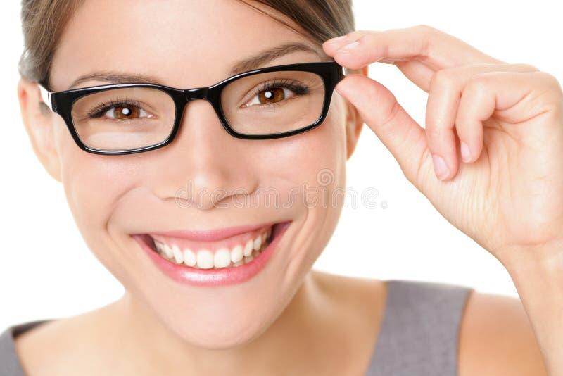 Lycklig Eyewear exponeringsglaskvinna royaltyfri bild