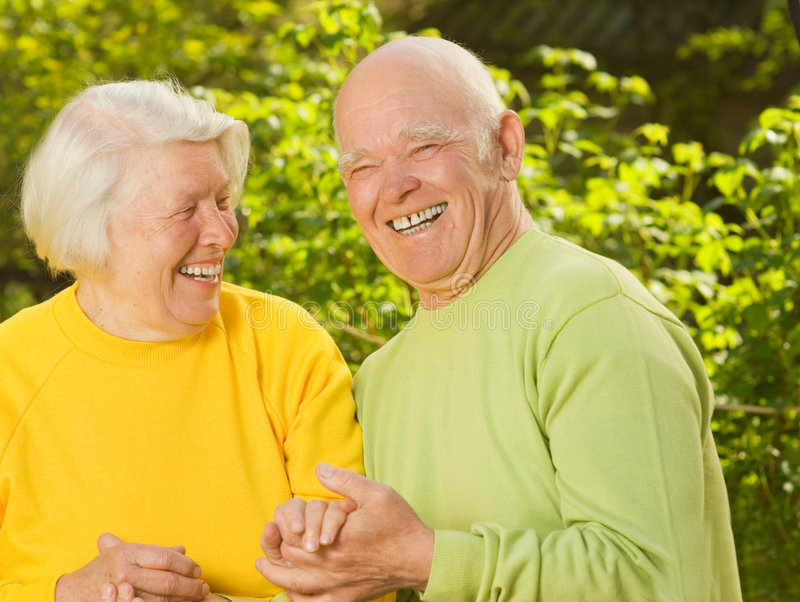 lycklig förälskelsepensionär för par royaltyfria bilder