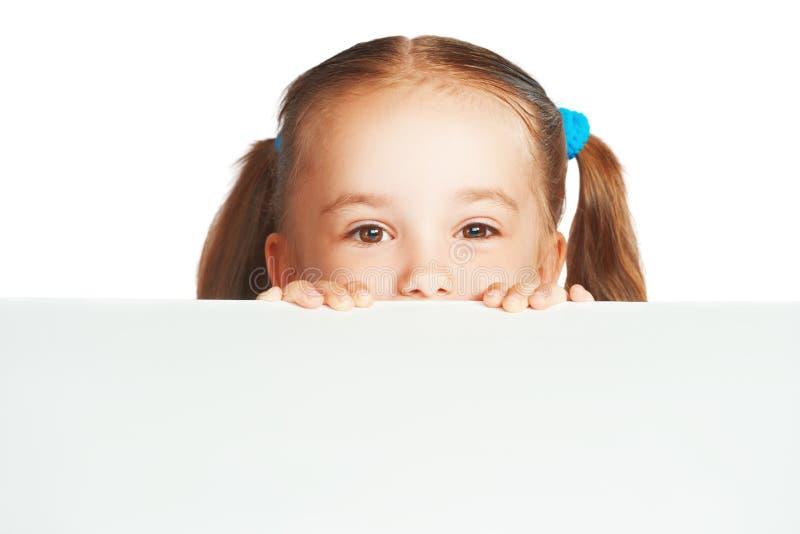 Lycklig för barnflicka och vit affischaffischtavla för mellanrum arkivbild