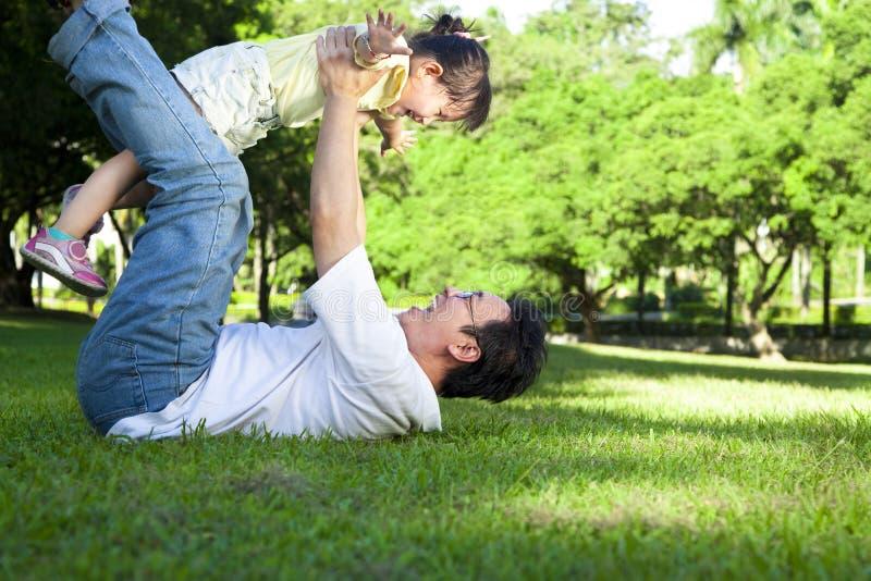 lycklig faderflicka little fotografering för bildbyråer