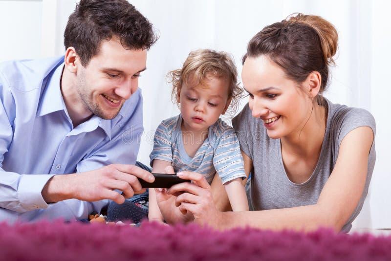 Lycklig familiy tid arkivfoto
