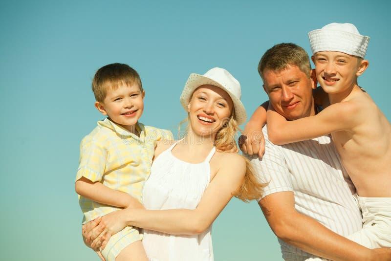 Download Lycklig familj arkivfoto. Bild av kvinnlig, manlig, person - 19793222
