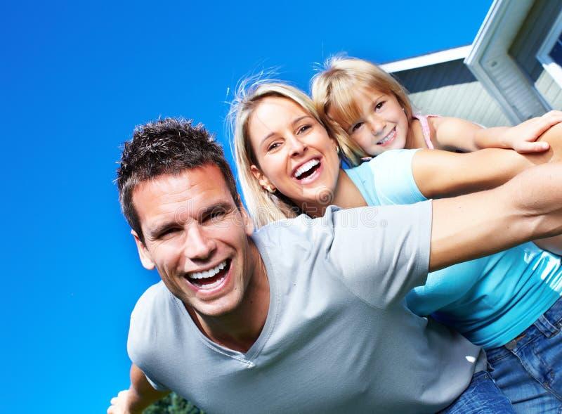 Lycklig familj. royaltyfri bild