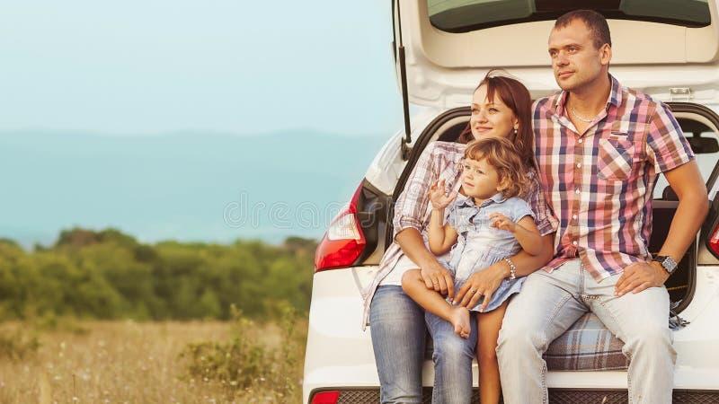 Lycklig familj arkivfoton