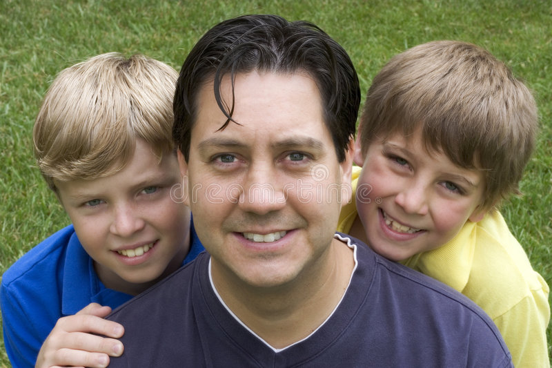lycklig familj arkivfoto