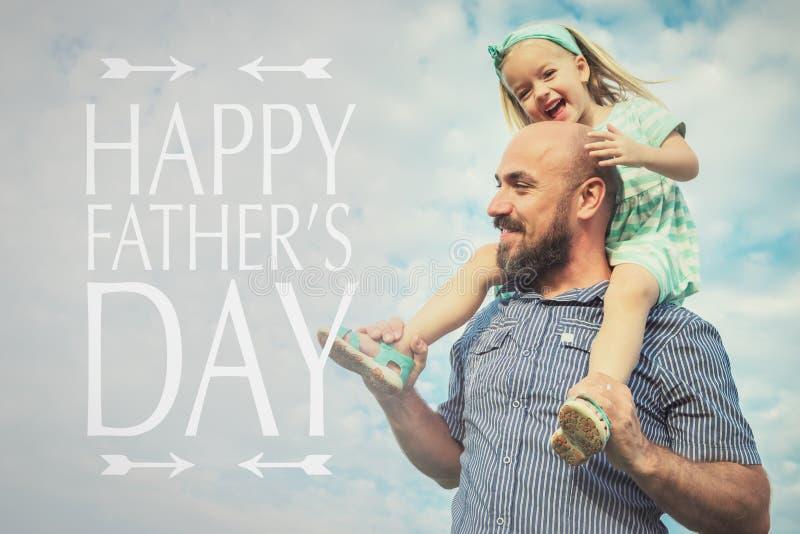 Lycklig familj, bakgrund för dag för fader` s royaltyfri bild