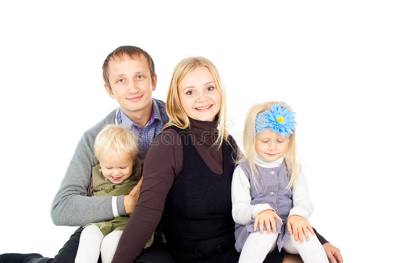 Lycklig familj med småbarn royaltyfri bild