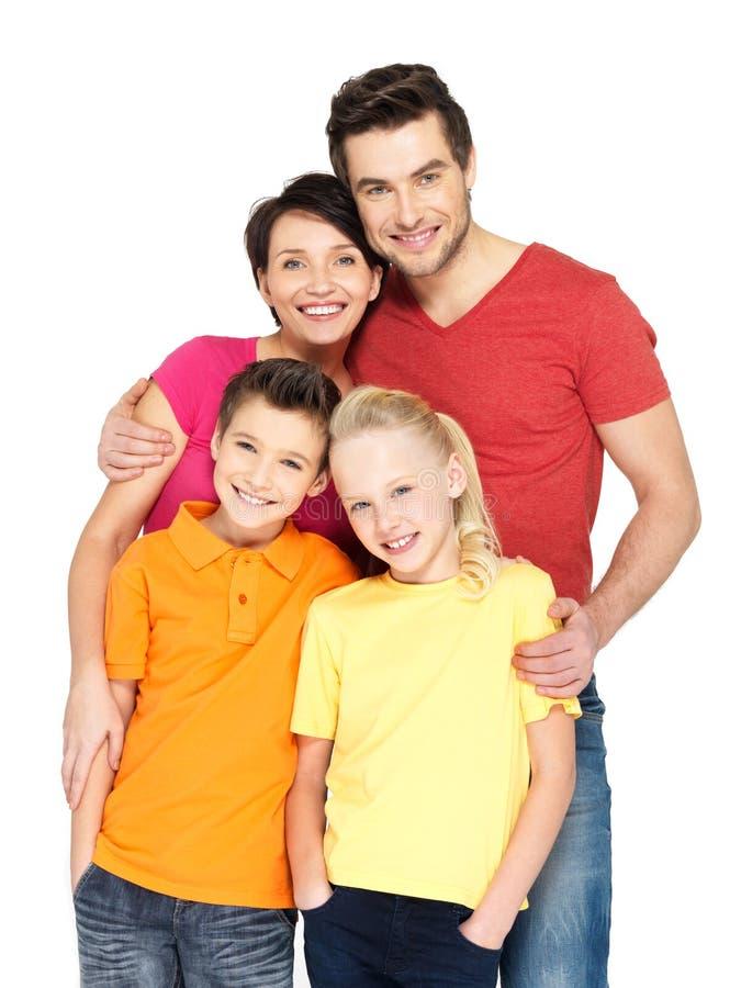 Lycklig familj med två barn på vit arkivfoto