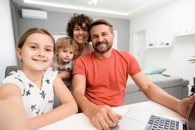 Lycklig familj som tar selfie royaltyfria foton
