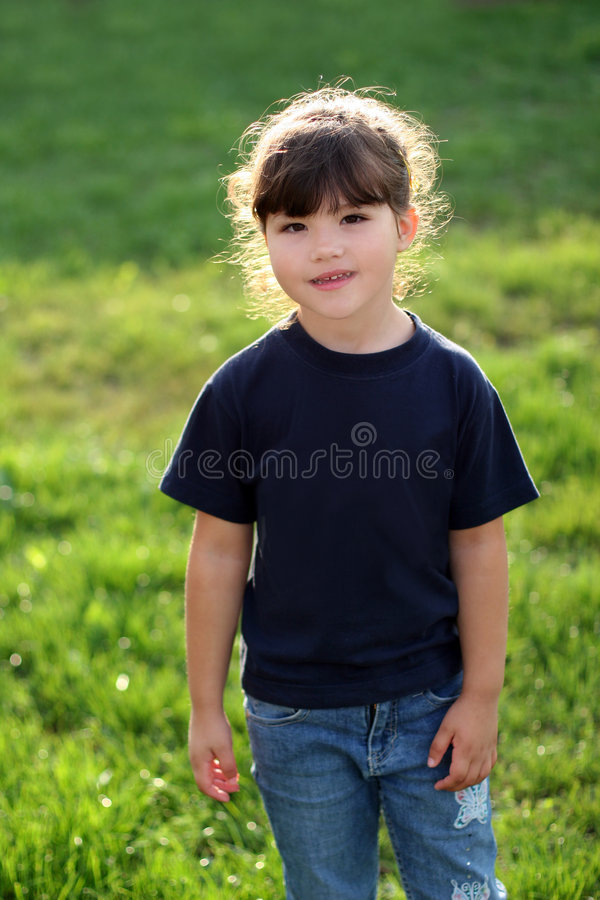 Download Lycklig flicka fotografering för bildbyråer. Bild av ögon - 516107