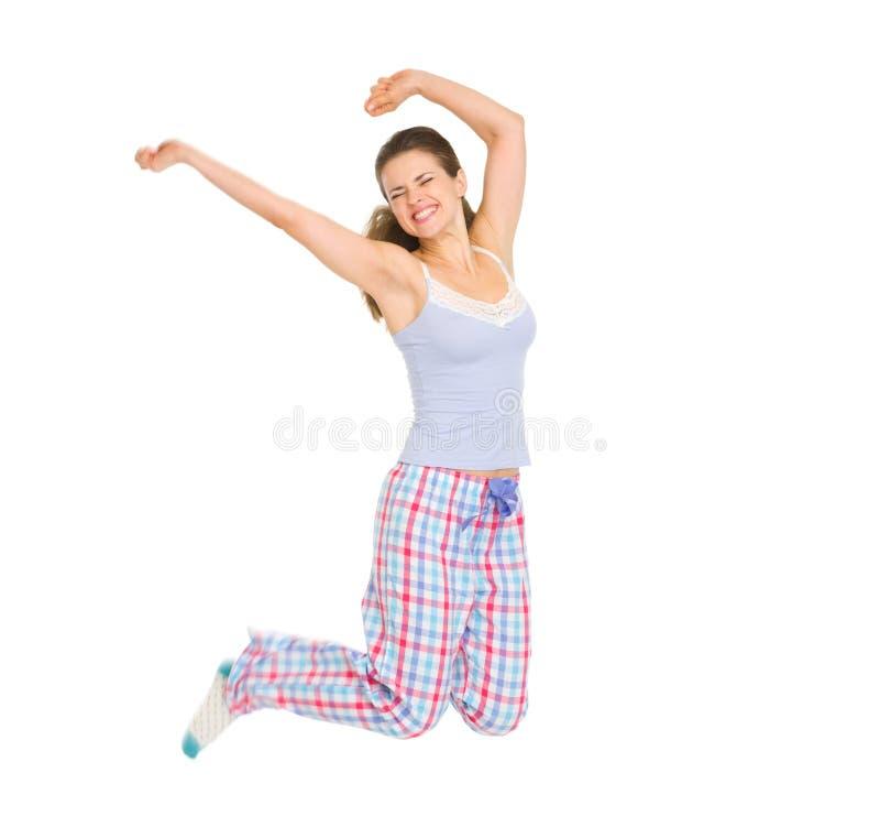 Lycklig flicka, i att hoppa för pajamas royaltyfri fotografi