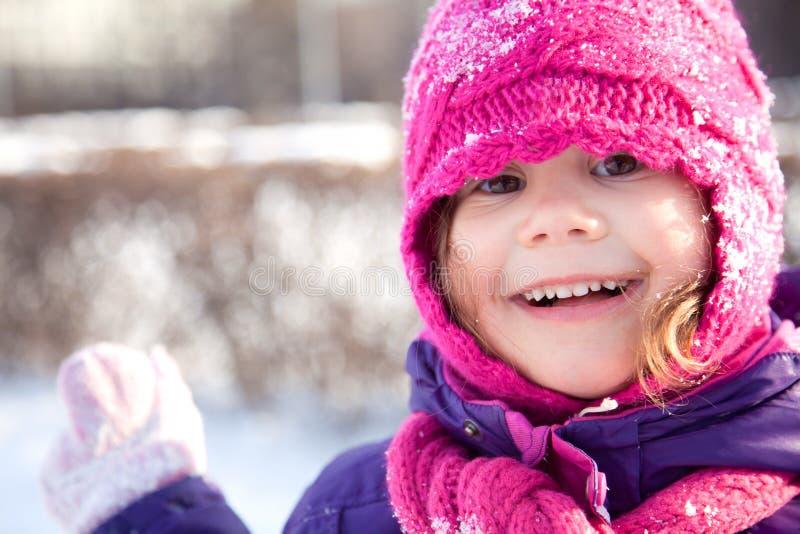 Lycklig flicka i vinter royaltyfri fotografi