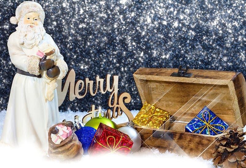 lycklig flicka med loppfallet glad jul som bakgrund är kan det använda julillustrationtemat Julkortet med Santa Claus, gåvaasken, royaltyfri fotografi