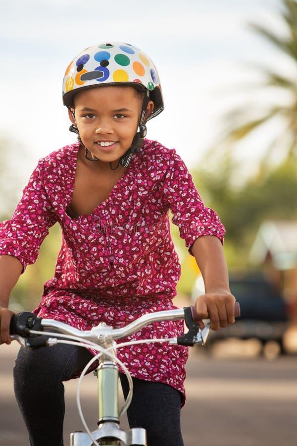 Lycklig flickaridningcykel fotografering för bildbyråer