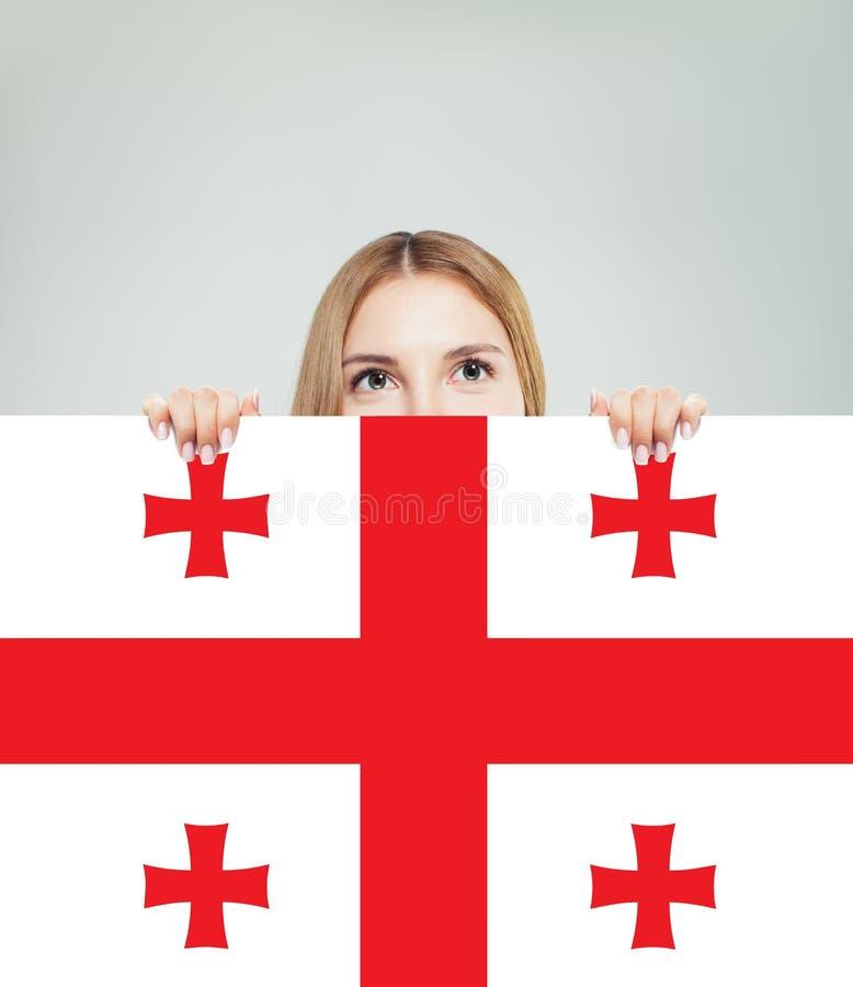 Lycklig flickastudent med den Georgia flaggabakgrunden royaltyfri bild