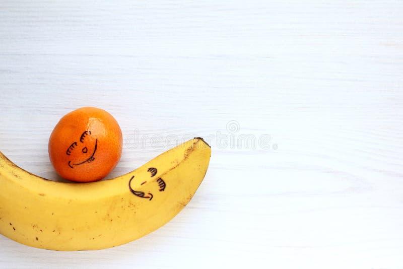 Lycklig frukt tillsammans arkivbild