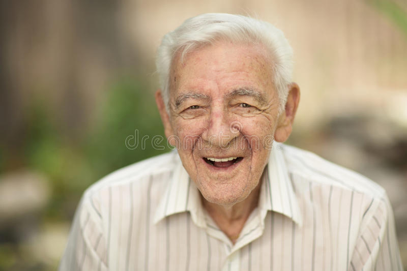 Lycklig gamal man fotografering för bildbyråer