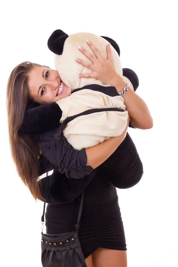 Lycklig hänförd affärskvinna som kramar nallebjörnen royaltyfria foton