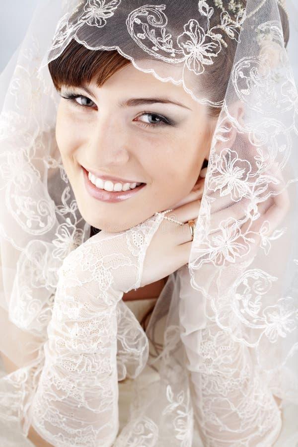 lycklig härlig brud fotografering för bildbyråer