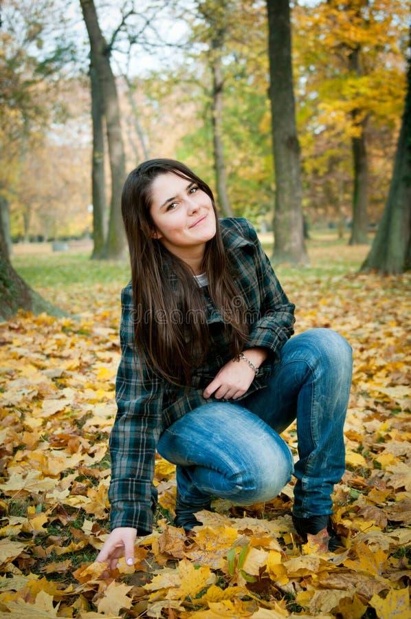 Lycklig höstlivsstilstående fotografering för bildbyråer