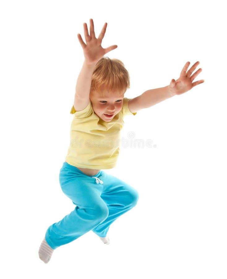 lycklig isolerad hoppa white för pojke arkivfoto