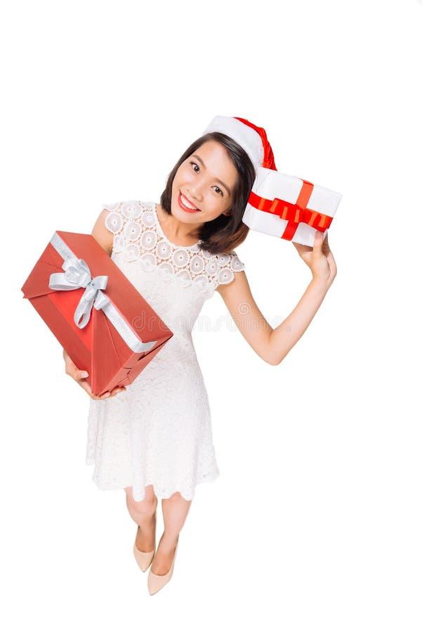 lycklig julgåvaflicka fotografering för bildbyråer