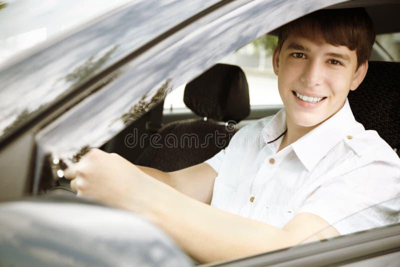 lycklig körning arkivfoto