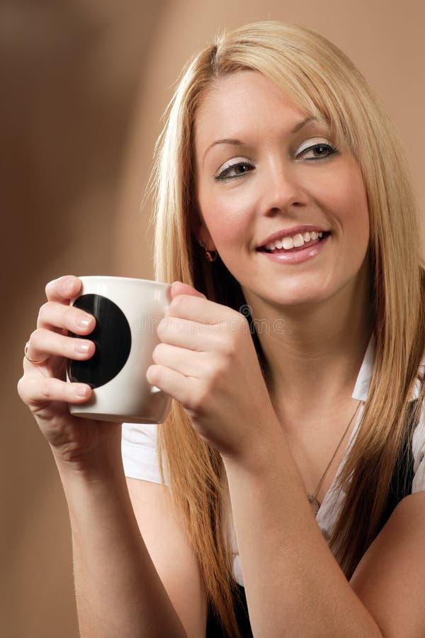 lycklig kaffesupare royaltyfria foton