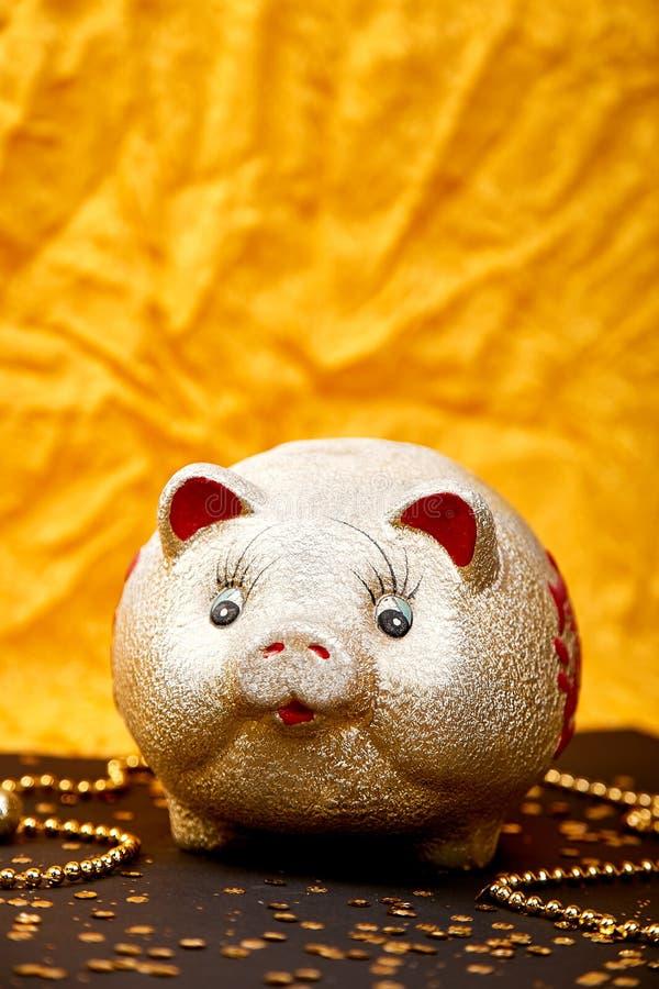 Lycklig kinesisk kinesisk översättning för nytt år 2019 År av det guld- svinet arkivbild