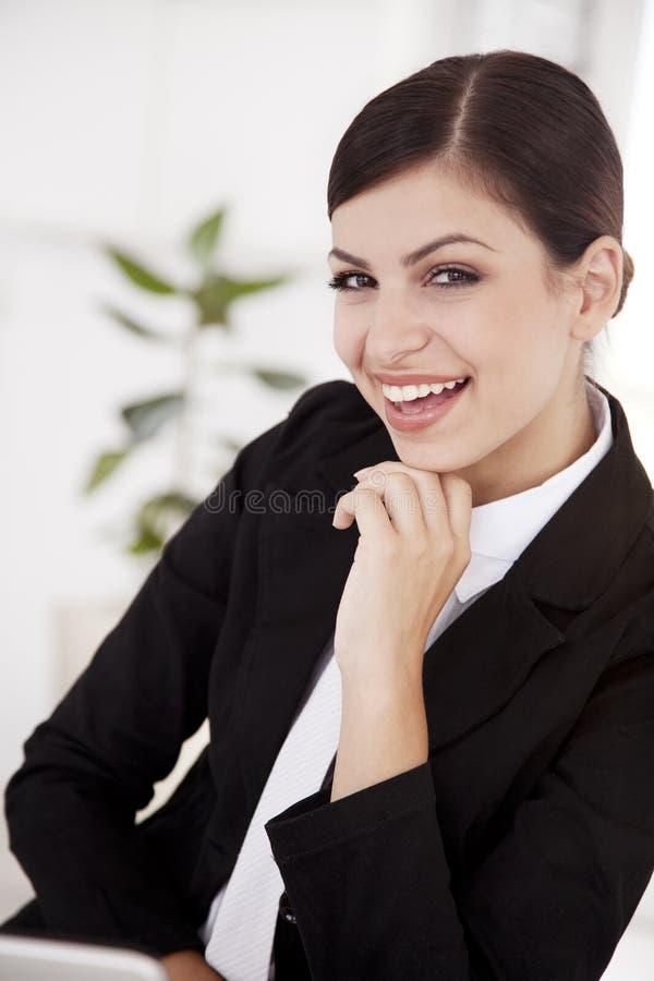 lycklig kvinna för affär arkivfoto