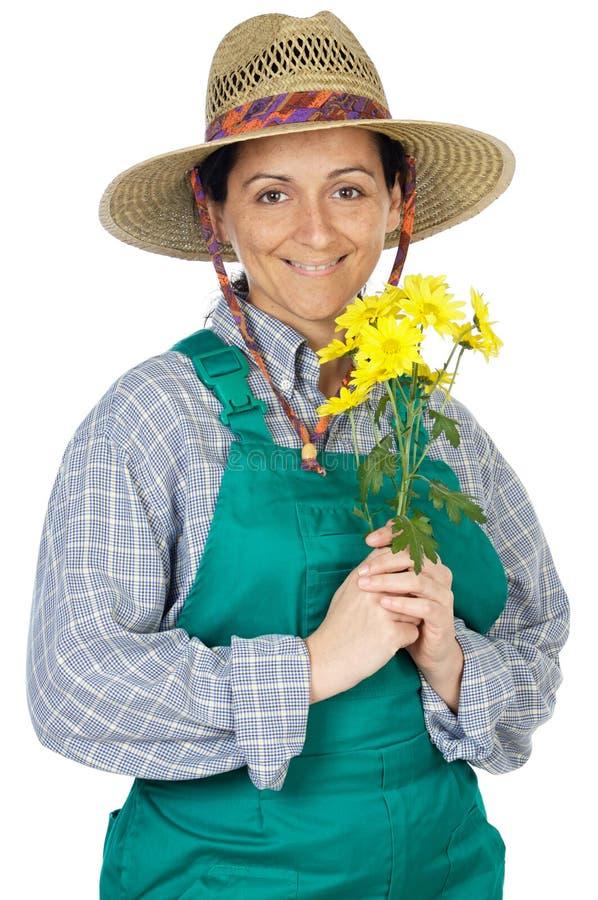 lycklig kvinna för attraktiv klädd trädgårdsmästare royaltyfria bilder