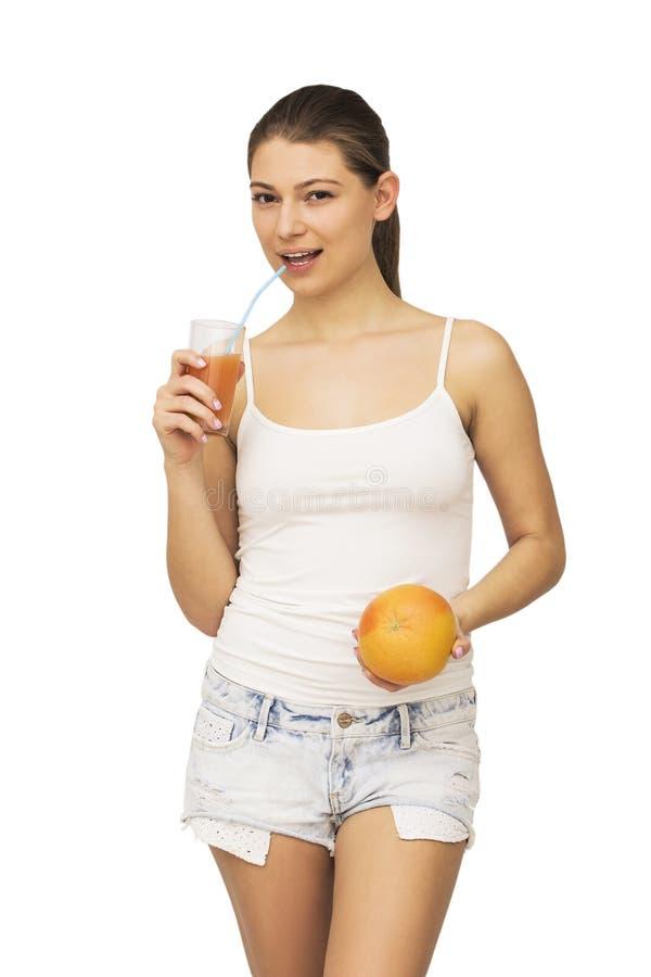 Lycklig kvinna med frukt royaltyfri bild