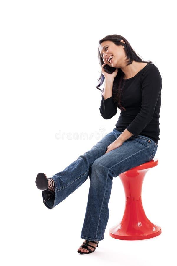 Lycklig kvinna på mobiltelefonen royaltyfri fotografi