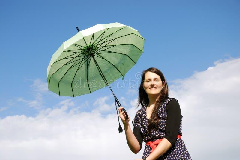 Lycklig kvinna utomhus royaltyfria foton