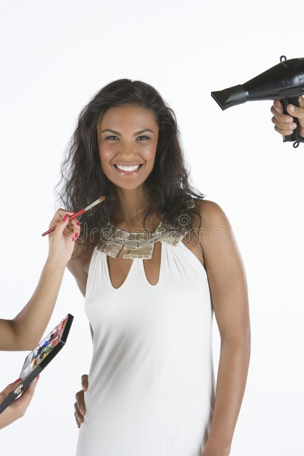 Lycklig kvinnlig modell Getting Ready royaltyfria foton